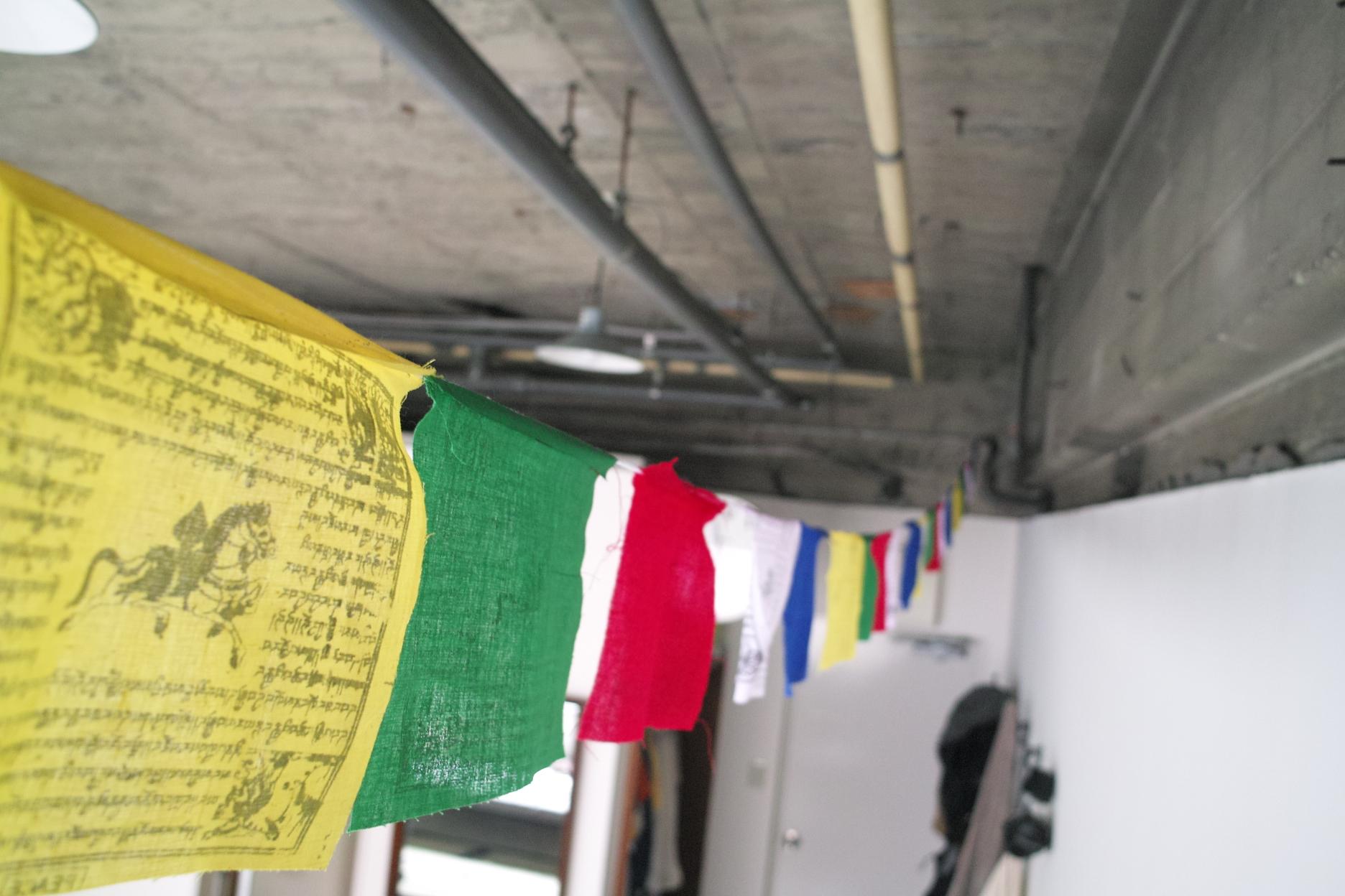 チベットのタルチョを部屋に飾ってみた!
