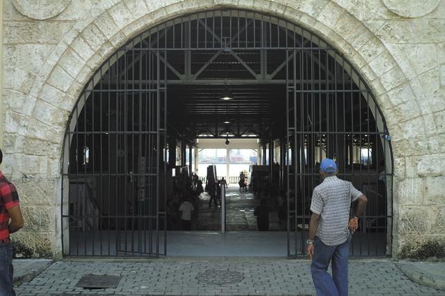 ハバナ・旧市街 民芸品市場
